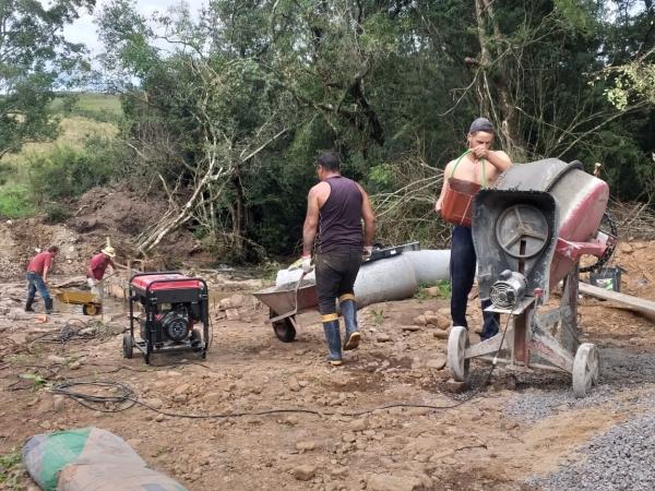 Segue obra de passagem molhada e novo traçado na região da Salete