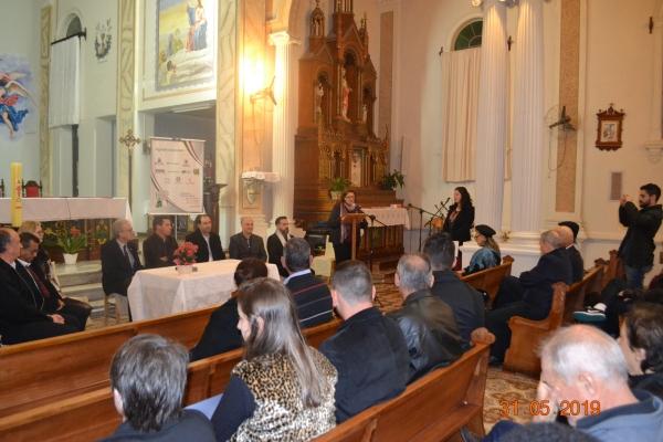 Livro sobre Nova Palma e Padre Luizinho foi lançado com sessão de autógrafos