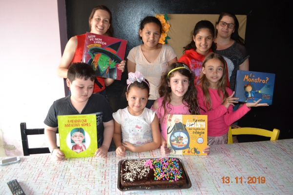 Último encontro do Clube de Leitura do CRAS no ano teve também comemoração de aniversário