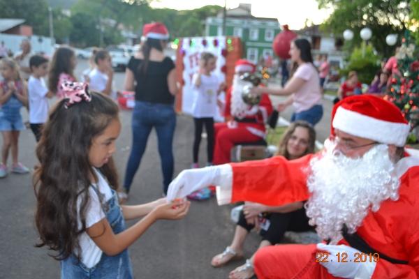 Natal Iluminado movimentou imediações da Praça e da Igreja Matriz
