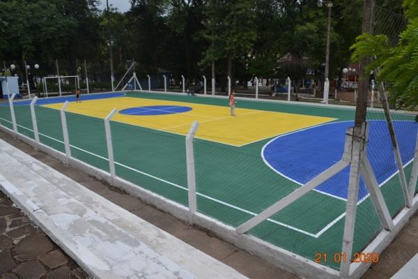 Quadra esportiva da Praça Pe. João Zanella tem nova pintura
