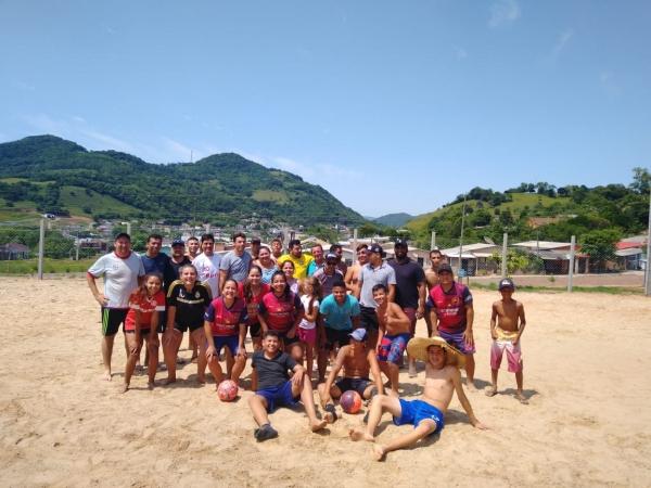 Partidas marcaram entrega oficial da quadra esportiva do Habitar Linha Rigon
