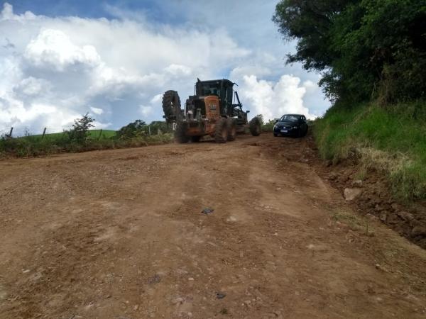 Obras na estrada da Linha do Bugre em direção ao Gramado